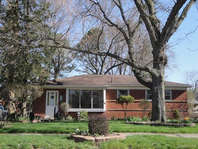 35516 Parkdale Street, Livonia, MI 48150 (#218036589) :: Duneske Real Estate Advisors