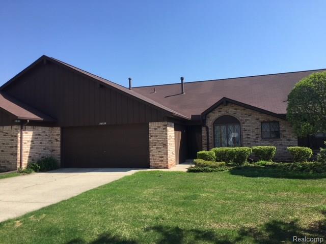20329 Palm Meadow Drive, Clinton Twp, MI 48036 (#218042389) :: Duneske Real Estate Advisors
