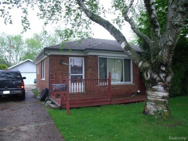 23424 Wellington, Warren, MI 48089 (#218042631) :: Duneske Real Estate Advisors