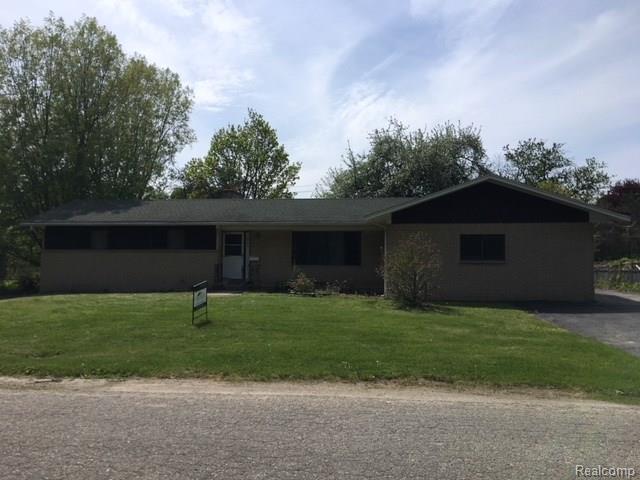 38295 Pineridge Street, Harrison Twp, MI 48045 (#218044186) :: Duneske Real Estate Advisors