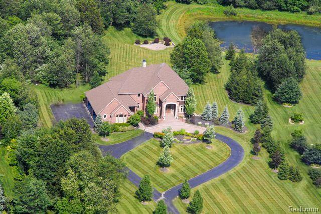 1723 Mystic Hills, Milford Twp, MI 48380 (#218045386) :: The Buckley Jolley Real Estate Team