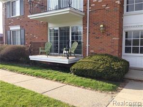 500 Fox Hills Drive N #1, Bloomfield Twp, MI 48304 (#218047891) :: RE/MAX Classic
