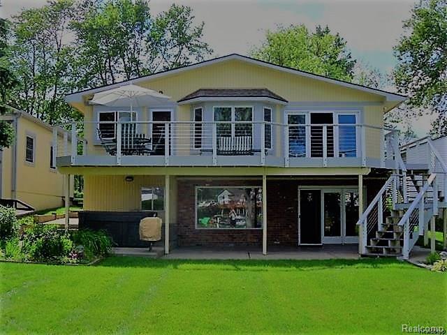 4214 Lamont Drive, Waterford Twp, MI 48329 (#218049355) :: Duneske Real Estate Advisors