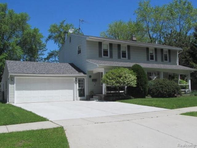 23015 Detour, Saint Clair Shores, MI 48082 (#218050182) :: Duneske Real Estate Advisors