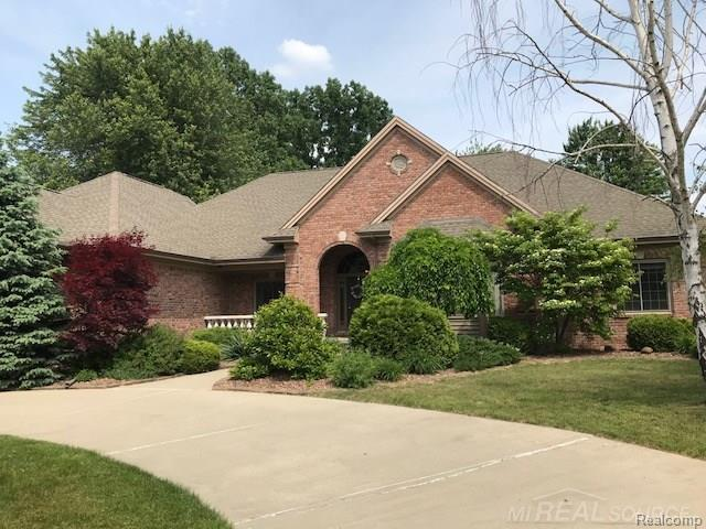 51172 Baker Rd, Chesterfield Twp, MI 48047 (MLS #58031350140) :: The Toth Team