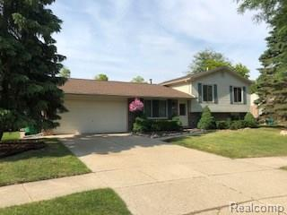 33329 Justin Court, Chesterfield Twp, MI 48047 (MLS #218055956) :: The Toth Team