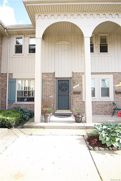 8124 Clay Court, Sterling Heights, MI 48313 (#218058155) :: RE/MAX Classic