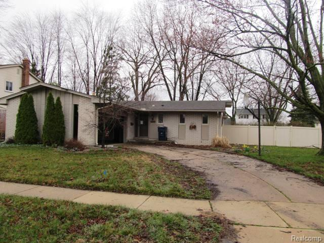 19412 Coventry Drive, Riverview, MI 48193 (MLS #218058490) :: The Toth Team