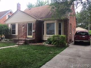 8306 Grayfield, Dearborn Heights, MI 48127 (#218058606) :: RE/MAX Classic