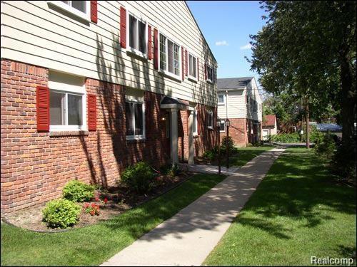 711 W Maple Road, Clawson, MI 48017 (#218060670) :: RE/MAX Vision