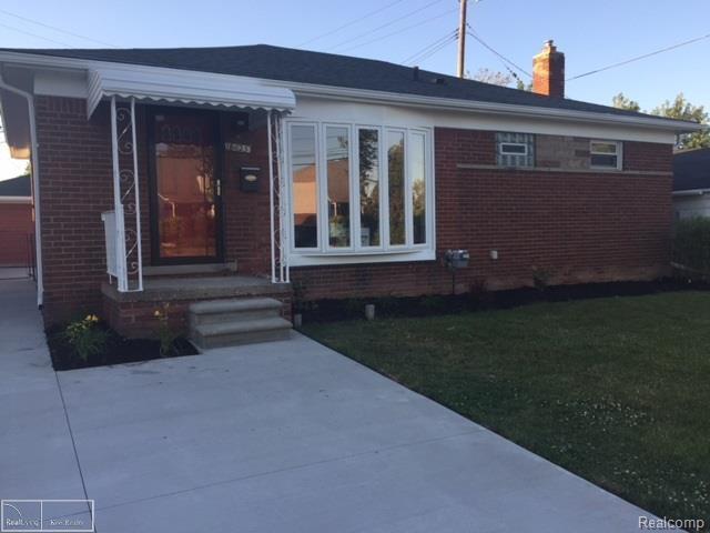 18025 Frazho, Roseville, MI 48066 (#58031352793) :: Duneske Real Estate Advisors