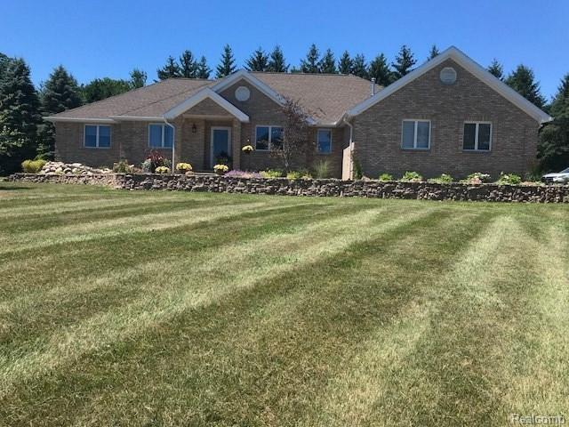 6425 Pointe North, Grand Blanc Twp, MI 48439 (#50100002936) :: The Mulvihill Group