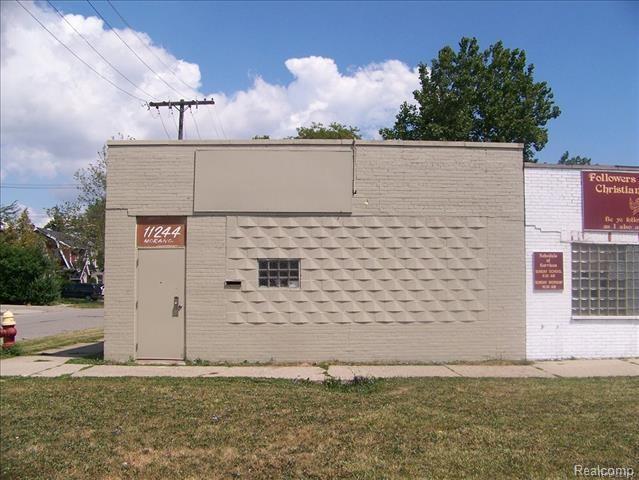 11244 Morang Drive, Detroit, MI 48224 (MLS #218064252) :: The Toth Team