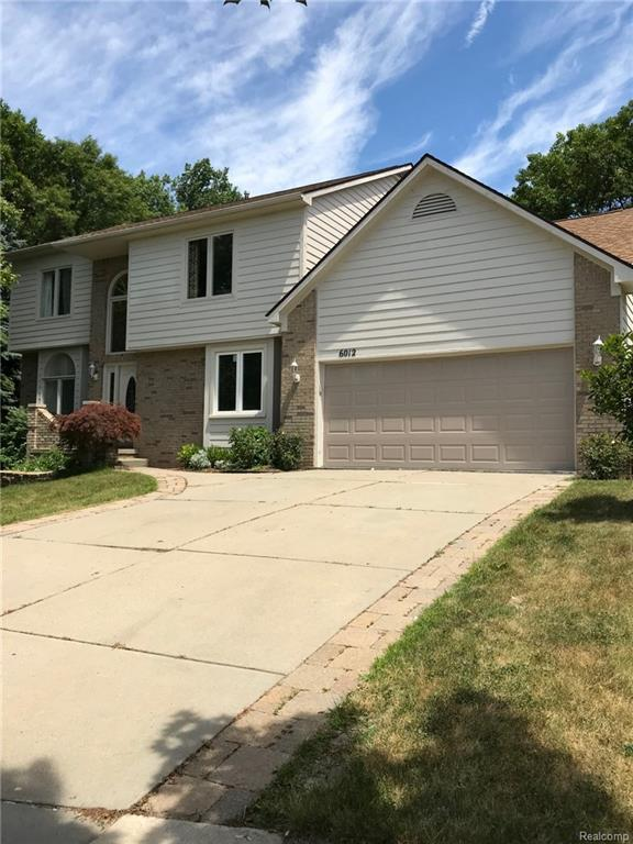 6012 Jennifer Cres, West Bloomfield Twp, MI 48324 (#218068722) :: RE/MAX Classic