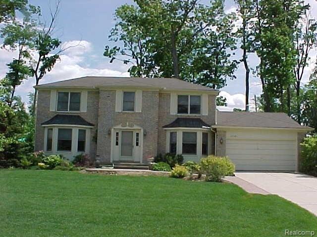 37581 Emerald Forest Drive, Farmington Hills, MI 48331 (#218069046) :: RE/MAX Classic