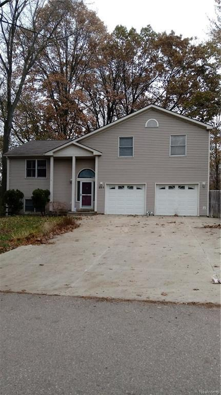 890 Tyrone Avenue, Waterford Twp, MI 48328 (#218071466) :: RE/MAX Classic