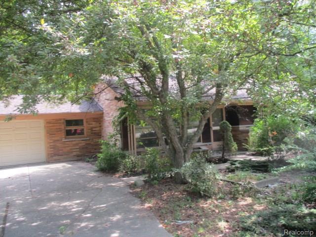 23172 Ranch Hill Drive E, Southfield, MI 48033 (#218071721) :: RE/MAX Classic