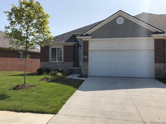 49106 Pond Place, Shelby Twp, MI 48315 (MLS #58031355211) :: The Toth Team