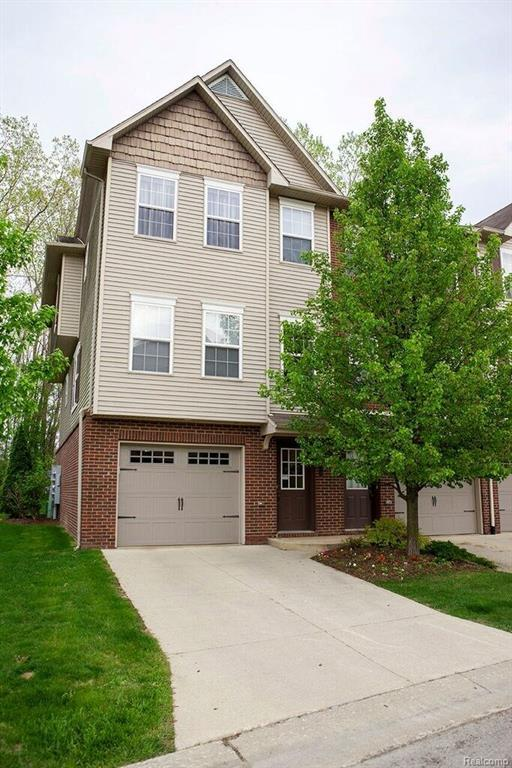 1614 Pinecroft, Howell, MI 48855 (MLS #218072207) :: The Toth Team
