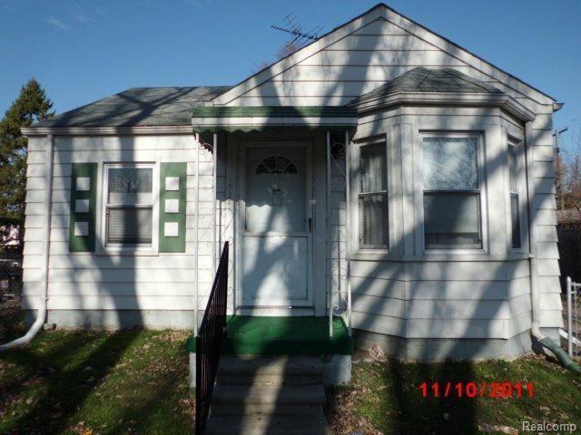 19331 Kenosha Street, Harper Woods, MI 48225 (MLS #218073314) :: The Toth Team