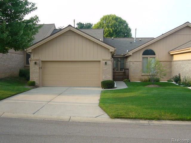 35086 Red Pine Drive, Farmington Hills, MI 48335 (#218079774) :: RE/MAX Classic