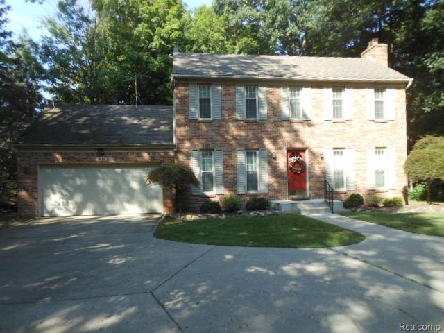 3688 Old Creek Road, Rochester Hills, MI 48307 (MLS #218085122) :: The Toth Team