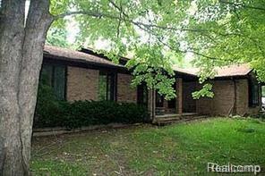 10095 Gibbs Road, Springfield Twp, MI 48348 (#218085886) :: Duneske Real Estate Advisors