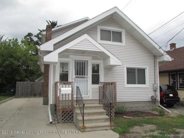 1323 E Malcolm X Street, Lansing, MI 48912 (#630000230185) :: Duneske Real Estate Advisors