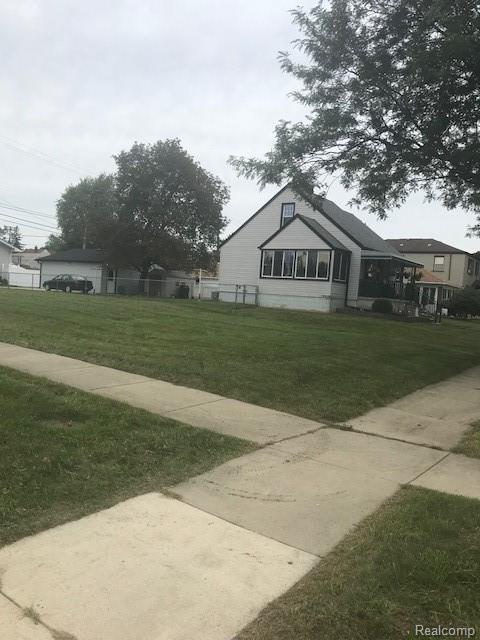 2052 W Jefferson Avenue, Trenton, MI 48183 (#218086757) :: RE/MAX Classic