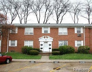 6887 Country Ln Lane, Dearborn Heights, MI 48127 (#218088177) :: Keller Williams West Bloomfield
