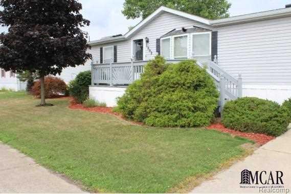 1202 Wellington Dr, Monroe Twp, MI 48161 (#57021481539) :: Duneske Real Estate Advisors
