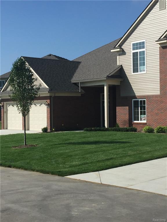 3803 Eagle Creek Drive #60, Shelby Twp, MI 48317 (#218091746) :: Keller Williams West Bloomfield
