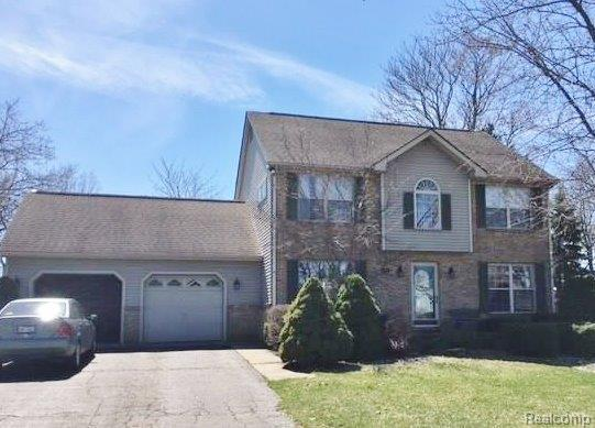 9185 Wildwood Lake Drive, Northfield, MI 48189 (#543260440) :: The Buckley Jolley Real Estate Team