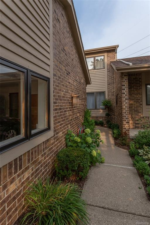 6876 Northcrest Way E., Independence Twp, MI 48346 (#218097238) :: RE/MAX Classic
