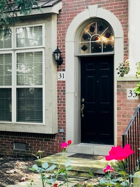 31 W Village Lane, Dearborn, MI 48124 (#218099569) :: Keller Williams West Bloomfield