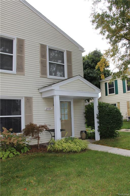 2995 Maplewood Court, Orion Twp, MI 48360 (#218100432) :: Duneske Real Estate Advisors