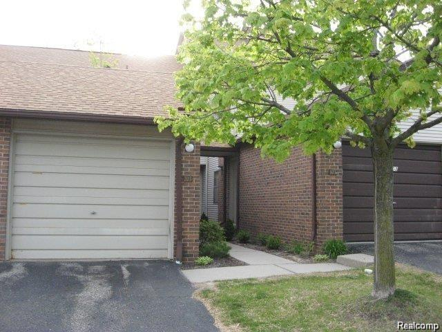 6600 Ridgefield Circle #203, West Bloomfield Twp, MI 48322 (#218101052) :: Keller Williams West Bloomfield