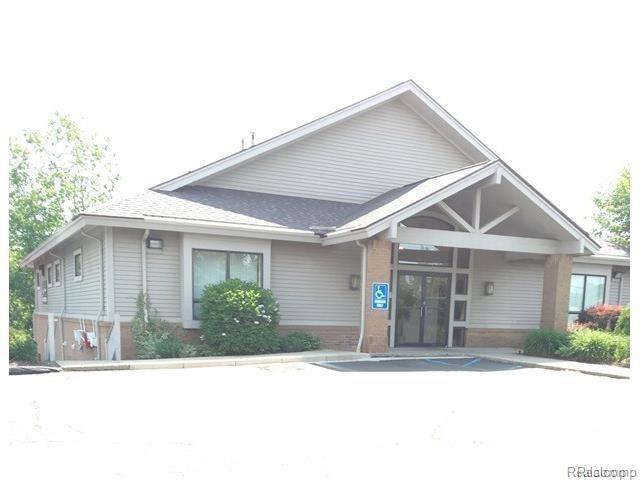 1221 S Ortonville Road, Brandon Twp, MI 48462 (#218103328) :: RE/MAX Classic