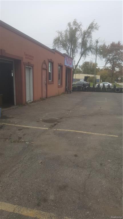 27315 Van Born Road, Taylor, MI 48180 (#218104494) :: The Mulvihill Group