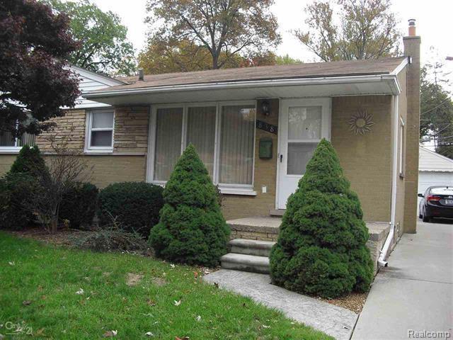 838 Venoy Avenue, Madison Heights, MI 48071 (#218106449) :: The Mulvihill Group