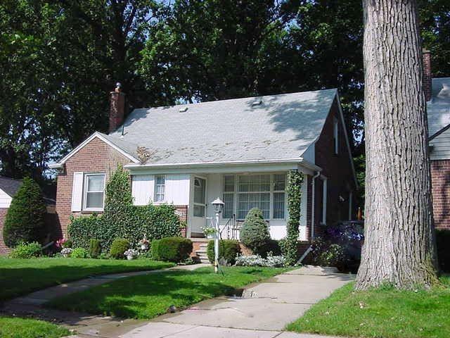 8679 Hazelton Street, Dearborn Heights, MI 48127 (#218107516) :: The Mulvihill Group