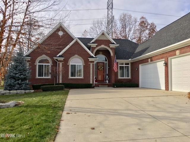54763 Glen Oaks, Shelby Twp, MI 48315 (#58031365726) :: The Alex Nugent Team | Real Estate One