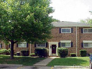 651 E Fox Hills Drive #50, Bloomfield Twp, MI 48304 (#218113163) :: RE/MAX Classic