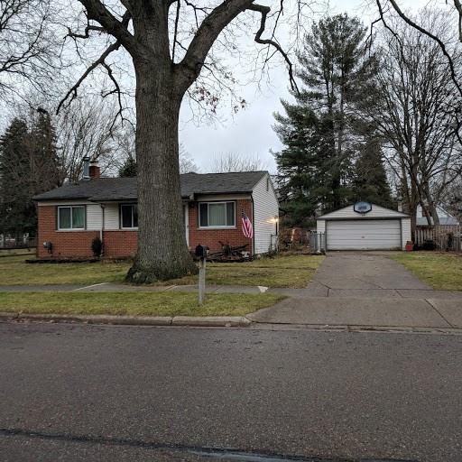 18180 Deering Street, Livonia, MI 48152 (#218115294) :: RE/MAX Classic
