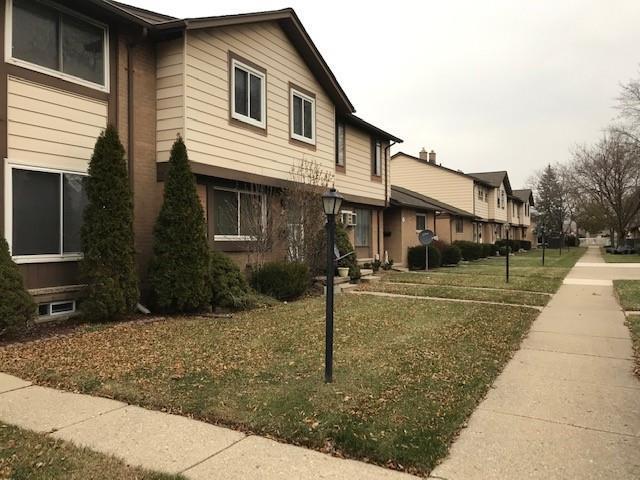 8401 18 MILE Road 27C, Sterling Heights, MI 48313 (#218117848) :: NERG Real Estate Experts