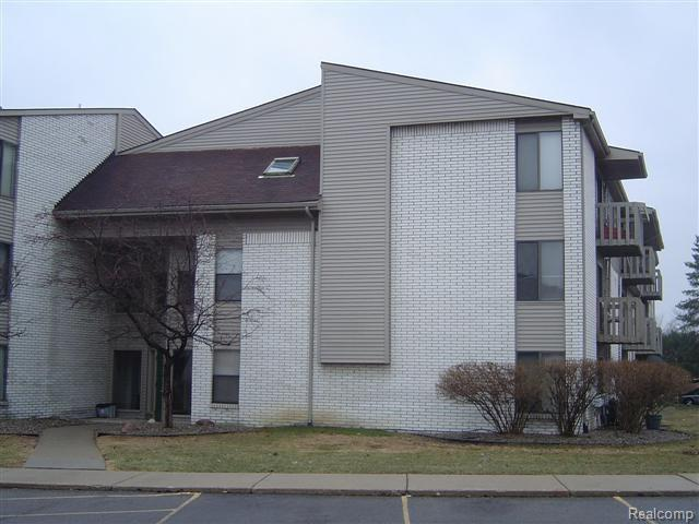 32013 W 12 MILE Road #313, Farmington Hills, MI 48334 (#218119988) :: The Buckley Jolley Real Estate Team