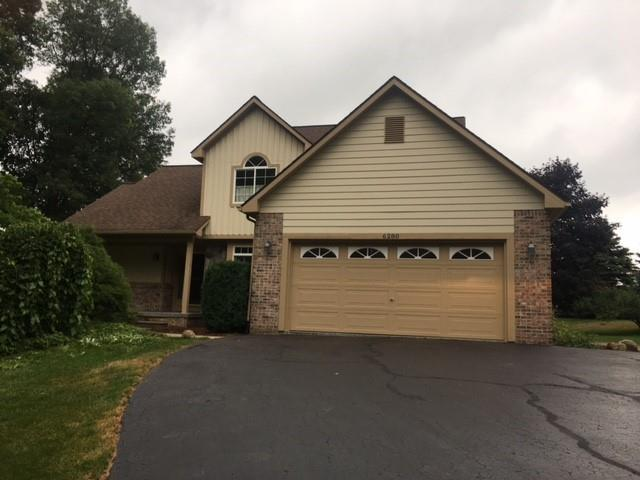6280 Whispering Meadows Drive, White Lake Twp, MI 48383 (#219002893) :: The Buckley Jolley Real Estate Team