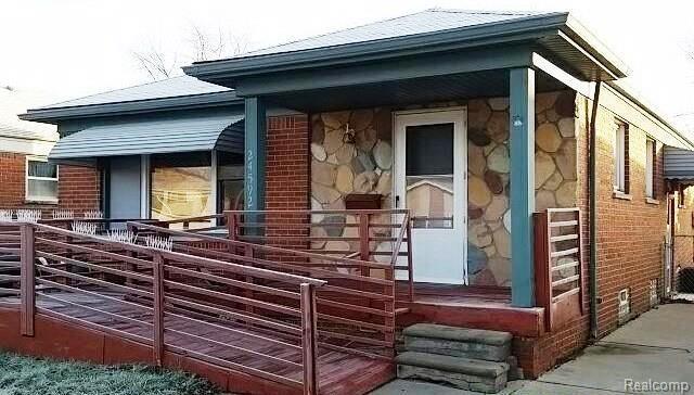 24592 Grove Avenue, Eastpointe, MI 48021 (#219003960) :: The Buckley Jolley Real Estate Team