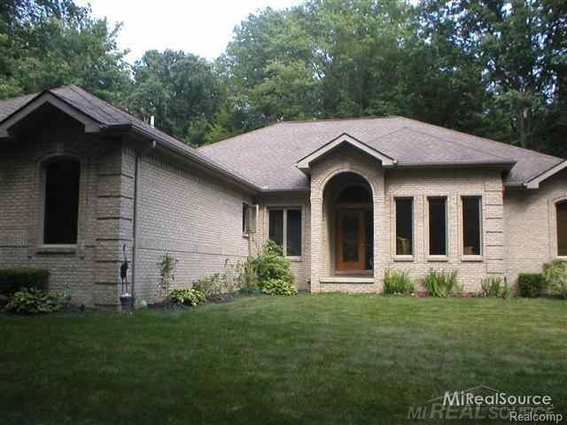 9017 Phelps Road, Clay Twp, MI 48001 (MLS #219015867) :: The Toth Team