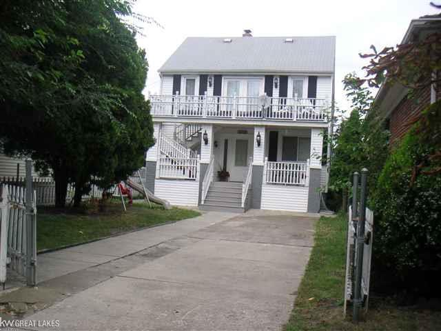 2627 Botsford Street - Photo 1